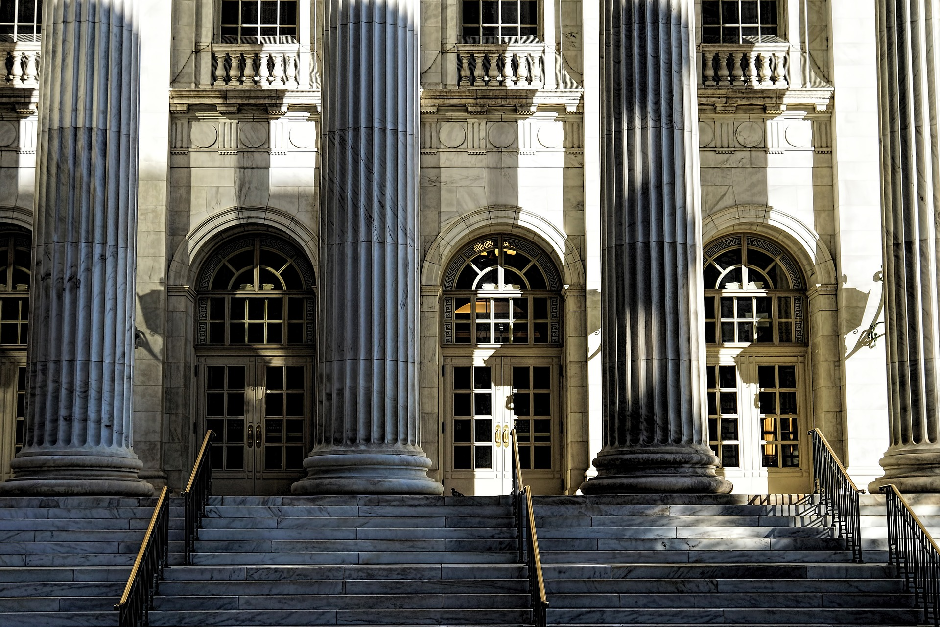 courthouse-1223279_1920